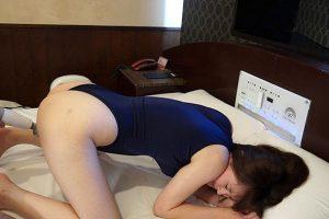 小春が3種のセクシー水着に 喜んで犯される痴女っぷりが最高
