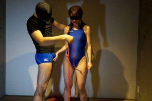 美少女が競泳水着で目隠し状態 競パン男に股間を刺激されビクビク喘ぎ震える光景がヤバイ